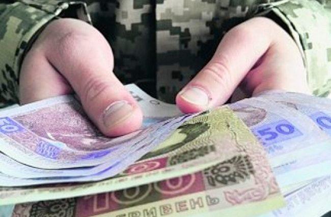 «Не 30, а 560 грн…»: Сколько будут получать военные с Нового года
