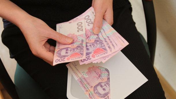 «Президентская» минималка и ее нюансы: Какую сумму с Нового года будут получать украинцы на руки