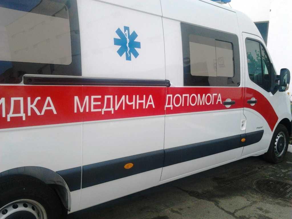 Будьте осторожны! Во Львове из-за падения снега с крыши госпитализировали ребенка
