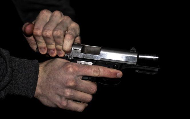 Мужчина расстрелял двух коллег из автомагазина, а потом застрелился сам