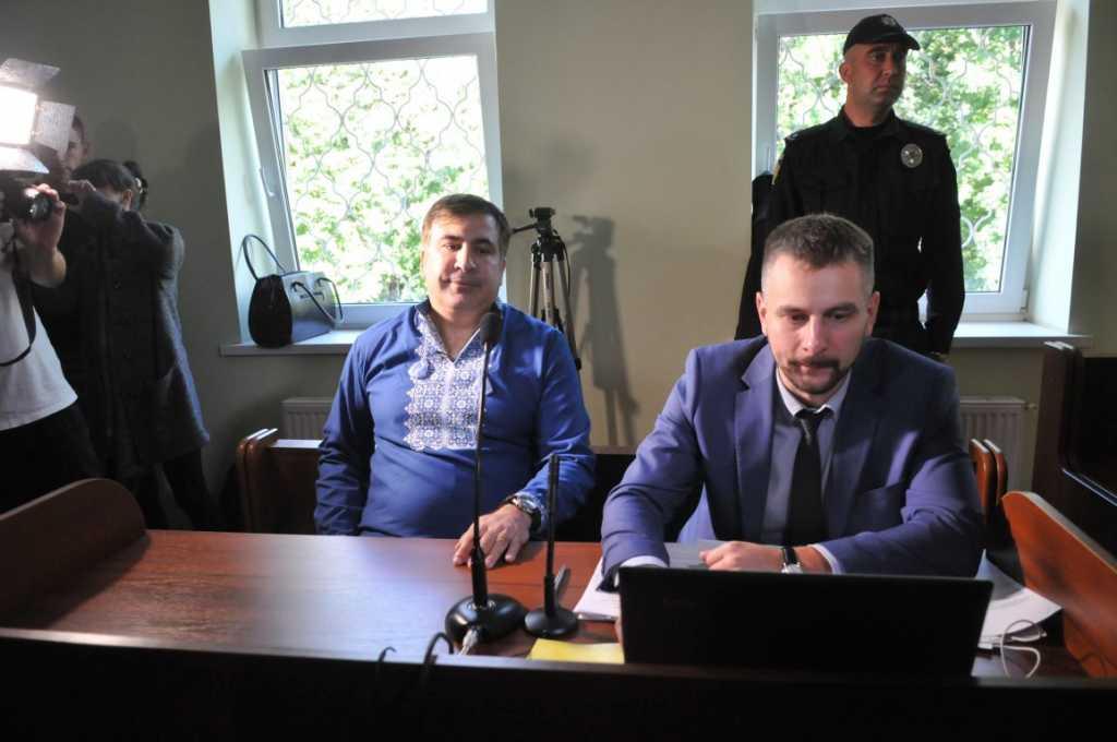 Отец «правой руки» Саакашвили пытался себя сжечь в суде (Видео)