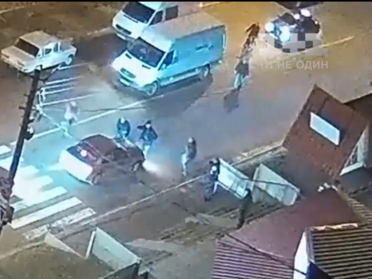 Правонарушитель задержан свидетелями: Мужчина наехал на женщину с ребенком и попытался скрыться