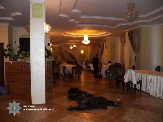 «Умерла до приезда скорой»: Жених нанес 8 ножевых ранений любимой в день их свадьбы