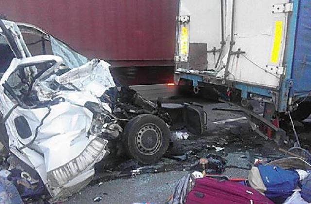 В Киеве произошло ДТП, три автомобиля разбиты
