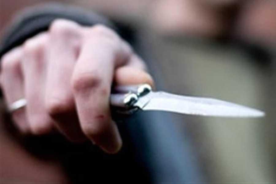 Держал в руках нож и приставал к прохожим: Во Львове патрульные задержали мужчину, который угрожал себя убить
