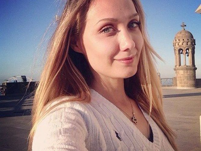 «Прошу вас молиться за нее сейчас»: Мама Евгении Власовой сообщила последние новости о состоянии певицы