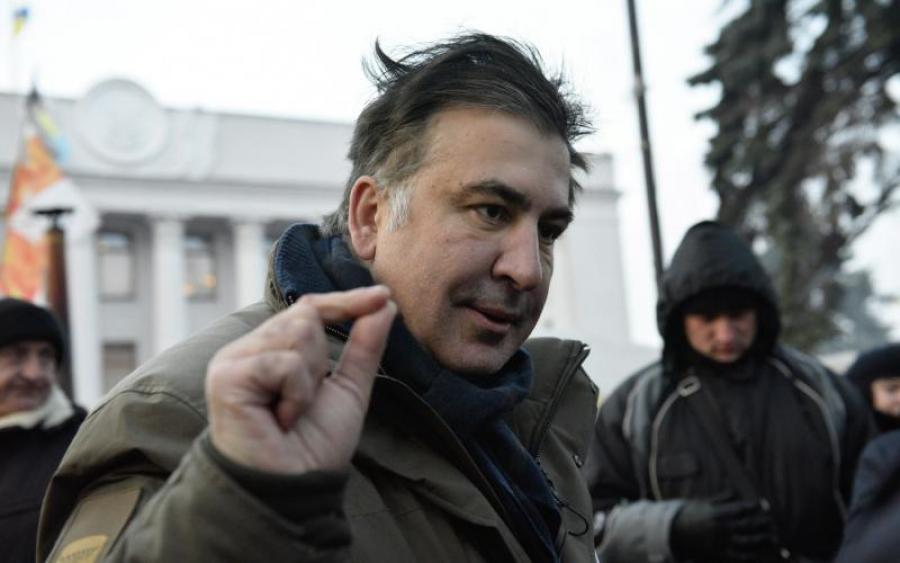 Просто сейчас! Саакашвили уже привезли в суд, его сторонники заблокировали улицу