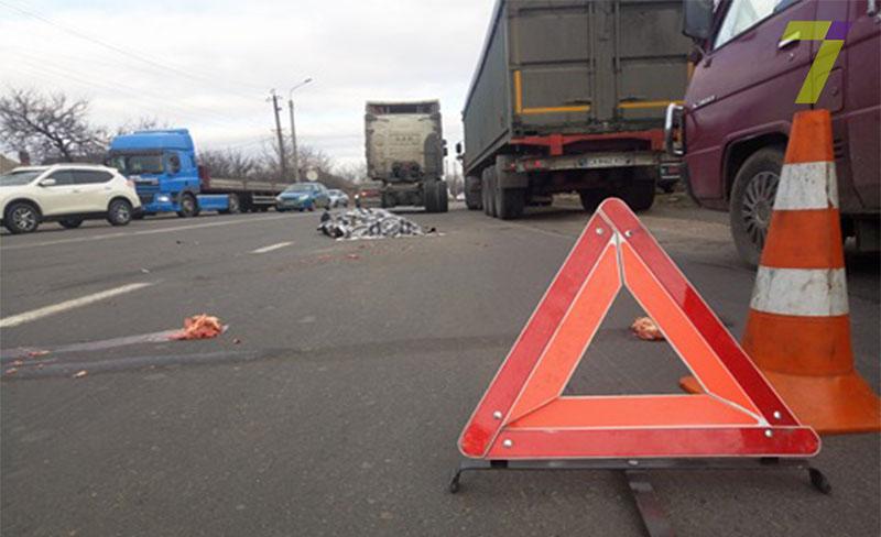 Под Одессой произошло смертельное ДТП, фура сбила пешехода