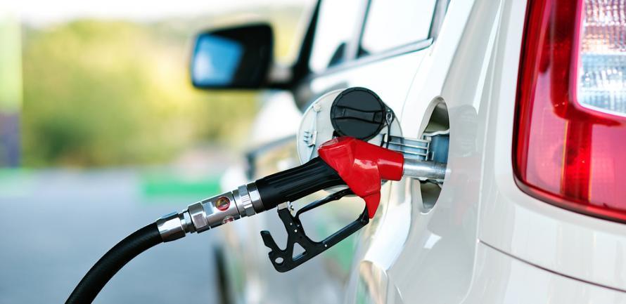 «Побили очередной рекорд»: водителям сообщили ошеломляющую новость о том, какой будет цена на бензин