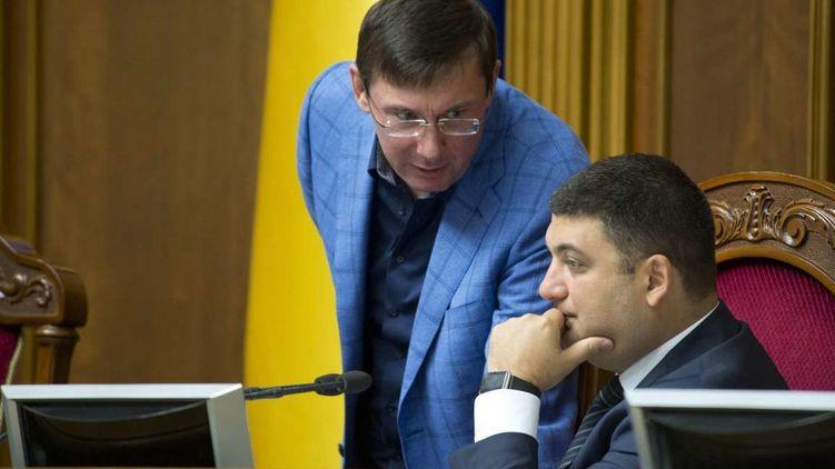 «И тут к нему подошел Президент…»: Порошенко выпил с Луценко на новогоднем корпоративе
