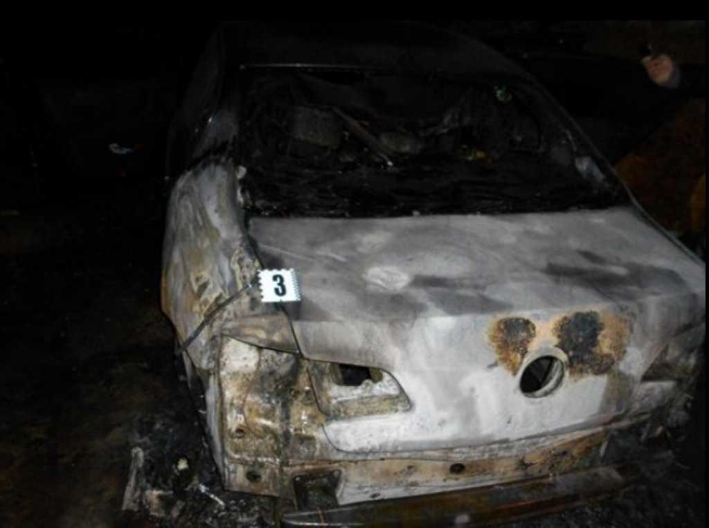 «Сгорел полностью…»: Судье сожгли автомобиль просто во дворе