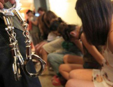 Заманивали официальным трудоустройством: Злоумышленники держали в сексуальном рабстве украинок и россиянок