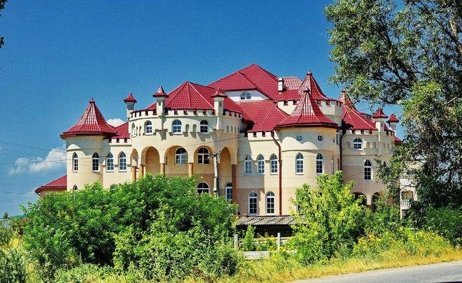 «Дома дворцы» которым позавидуют и депутаты: Украинцам показали самое богатое село в стране