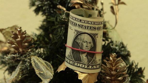 Доллар готовит новогодний сюрприз: Нацбанк установил курс валют на первые дни Нового года