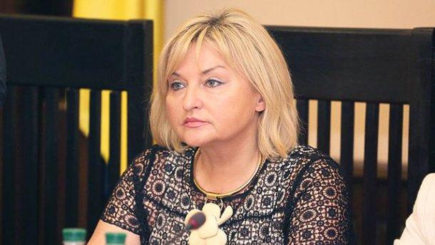 «Пальцы в совесть не упираются?» Жена Луценко разгуливает по Раде в дорогущих туфлях