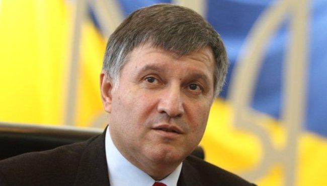 А я в отпуск: Аваков показал свою елку и призвал украинцев…