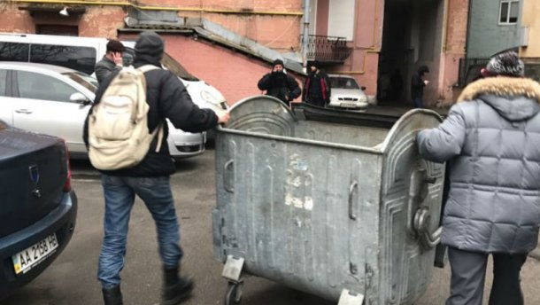 Саакашвили задержали: Активисты строят баррикады, начались столкновения с полицией фото, видео