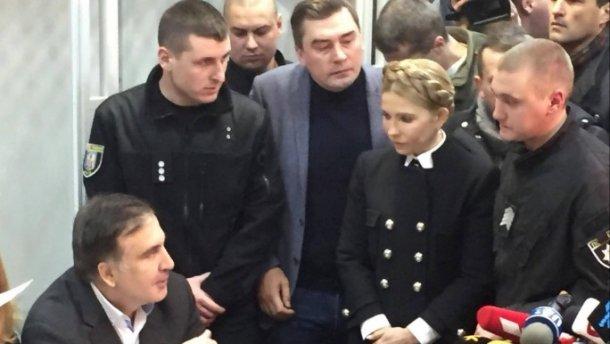 «Я — военнопленный»: Громкое заявление Саакашвили из зала суда