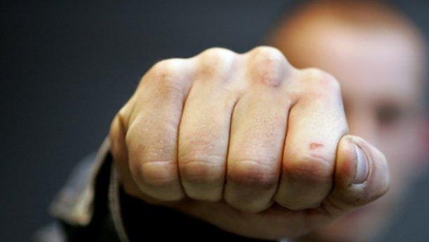 «Наехали на меня, протянув километр на капоте на скорости»: в Киеве кавказцы жестоко избили мужчину