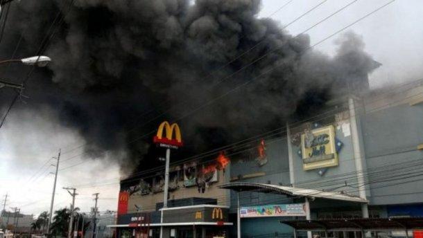 «Имели нулевые шансы»: Ужасный пожар в торговом центре унес жизни трех десятков людей
