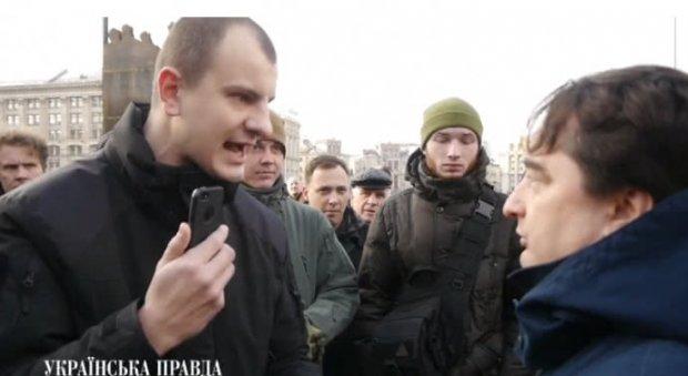 Гужву заплевали после того как он вышел к активистам (ВИДЕО)