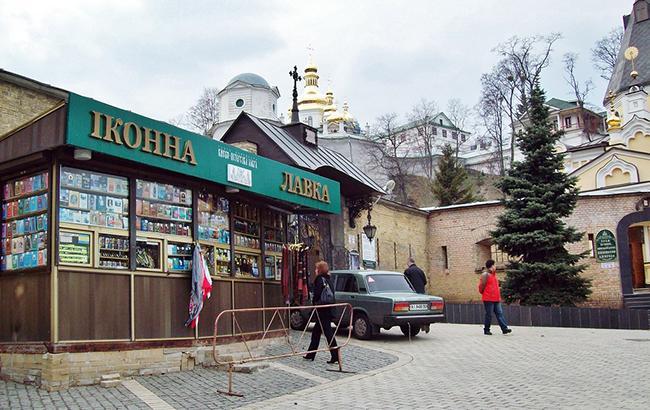«Виски 40-летней выдержки обойдется дешевле»: Сеть поразила цена на церковное вино в Киево-Печерской Лавре