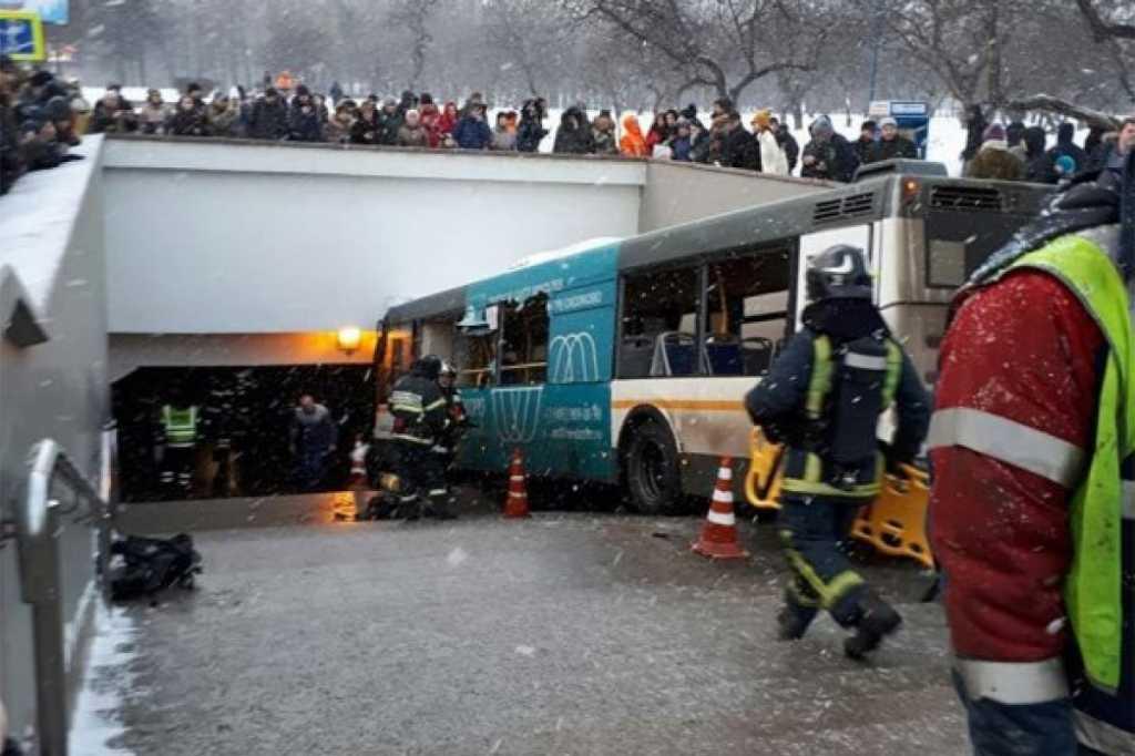 Еще одна трагедия: автобус влетел в подземный переход, много пострадавших. Появилась подробная информация