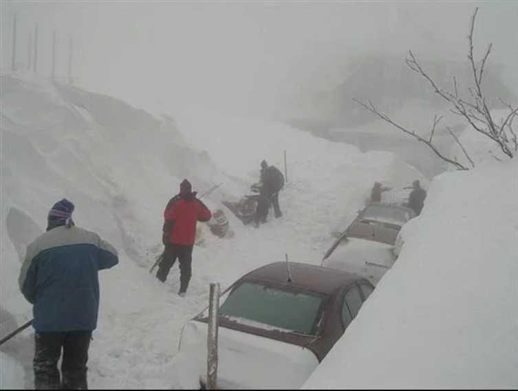 Украина в снежном плену: сотни авто застряли в сугробах, города без света