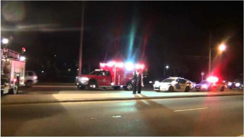 «Большое количество жертв»: Пассажирский поезд сошел с рельсов на шоссе