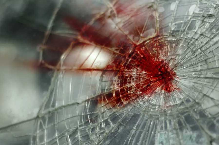Молодой человек погиб под колесами авто, когда переходил дорогу