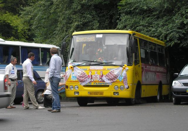 «Упал в пропасть»: Автобус с гостями разбился по дороге на свадьбу, есть жертвы