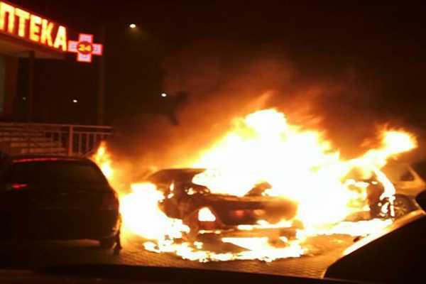 За 30 секунд полностью сгорел! В Киеве моментально вспыхнул автомобиль, что же случилось?