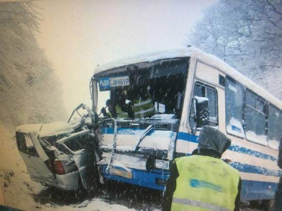 Осталась лишь груда металлолома: На Львовщине маршрутка с пассажирами попала в ДТП
