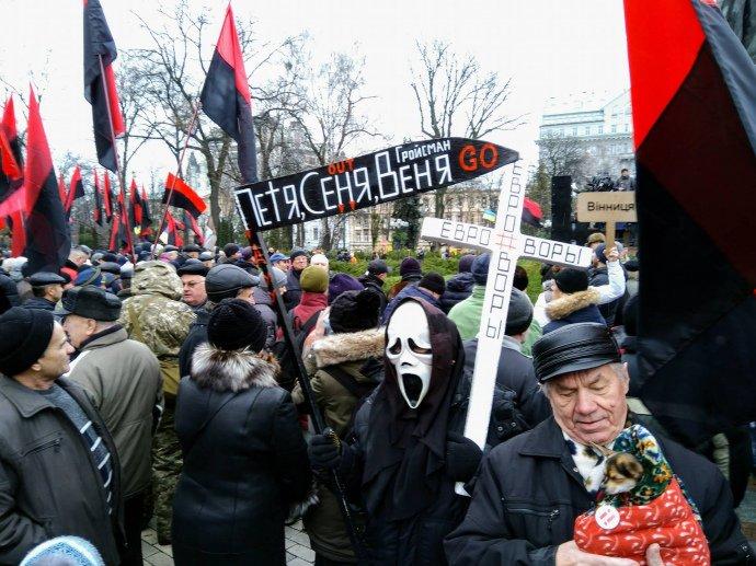 Смерть с косой, большое количество активистов и правоохранителей: Что происходит прямо сейчас в Киеве