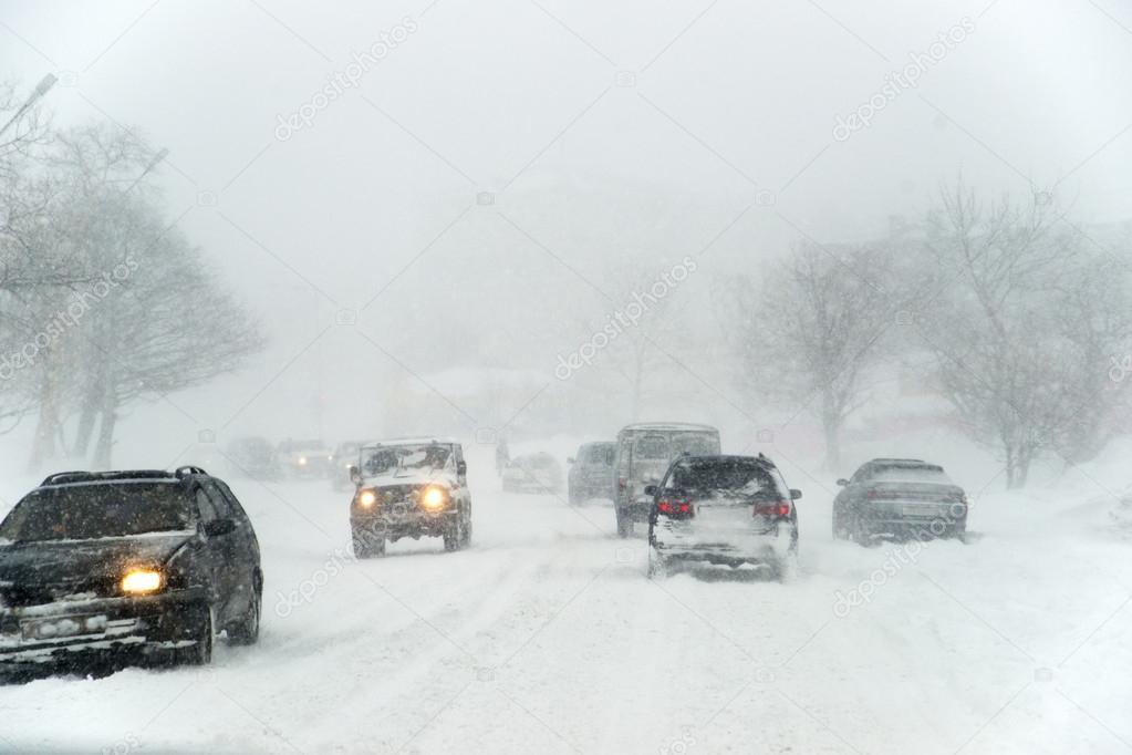 Дожди, мокрый снег и скользкие дороги: Синоптики объявили штормовое предупреждение
