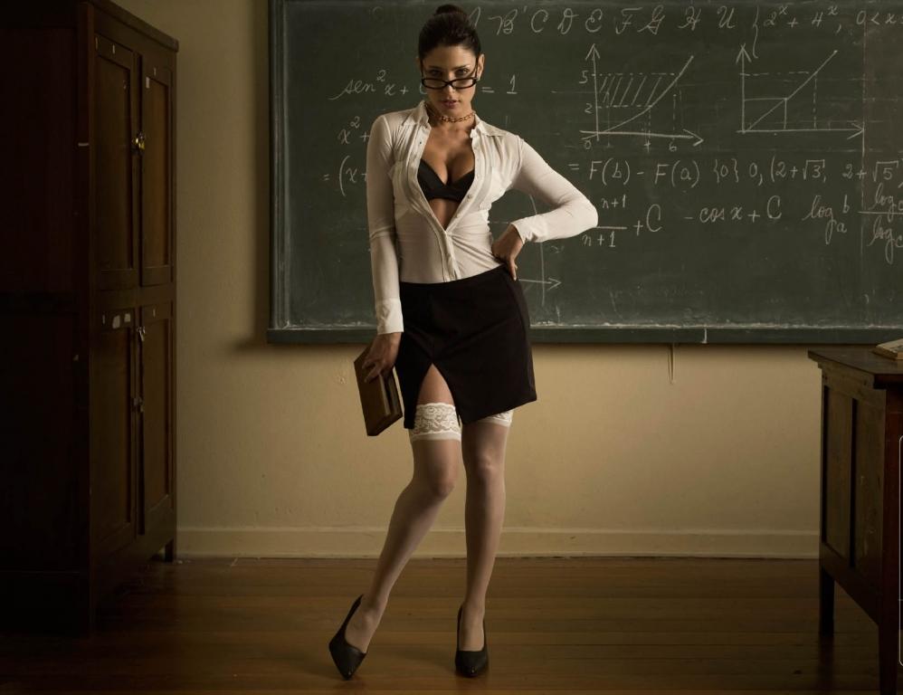 «Жгучий стыд»: Украинские учителя ошеломили своими нарядами, вот какой дресс-код ввели