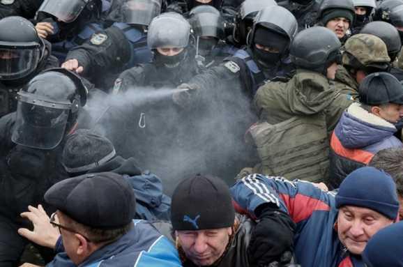 Из-за сцены: Между сторонниками Саакашвили и полицией произошел конфликт (Видео)