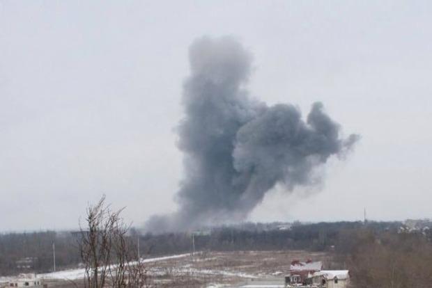 «Люди в панике ищут укрытие»: В Донецке прогремел мощный взрыв