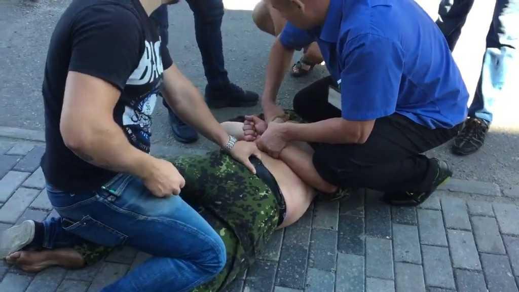 Ужасный случай! В Киеве четверо неизвестных жестоко избили АТОшника и сбежали