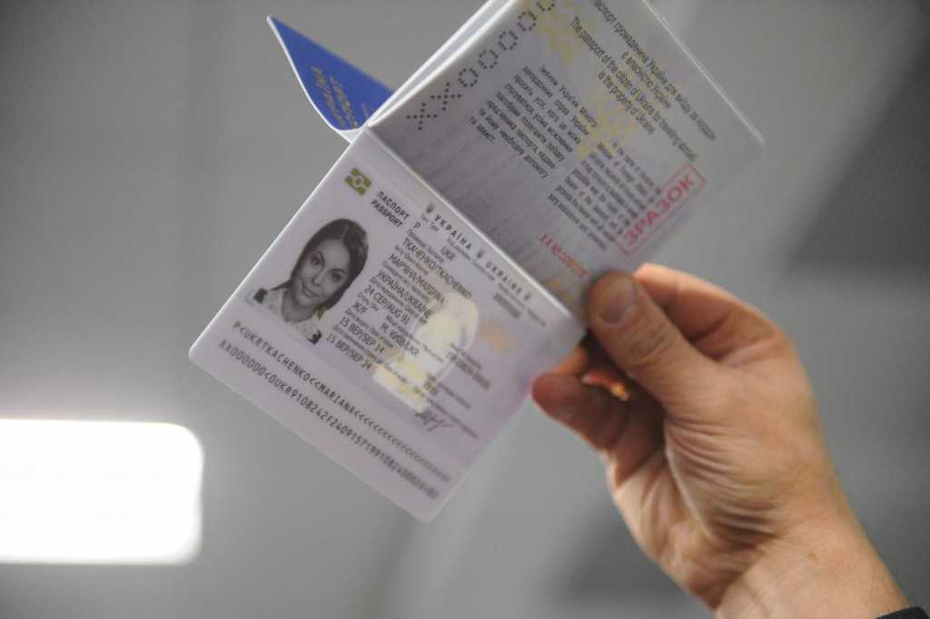 Украинцам сообщили когда исчезнут очереди за биометрическими паспортами