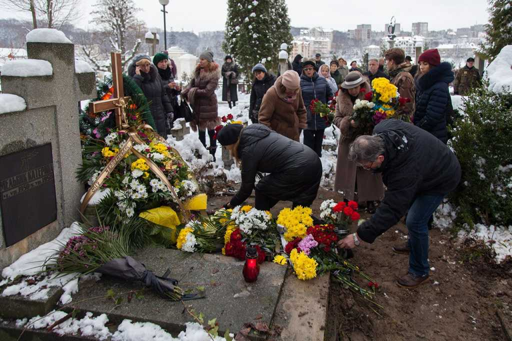«Он даже позвонил отцу и…»: Стали известны подробности смерти известного украинского ведущего