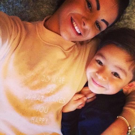 «Мамочка, я так тебя люблю»: после смерти матери 6-летний малыш написал ей трогательное письмо