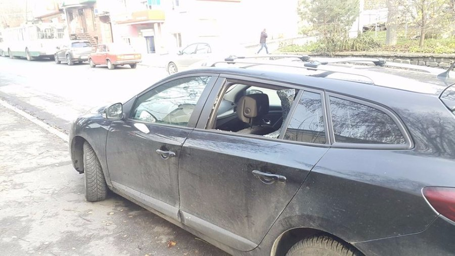 «Разбили стекло и вытащили из салона сумку с деньгами»: в Киеве украли огромную сумму в помощника нардепа