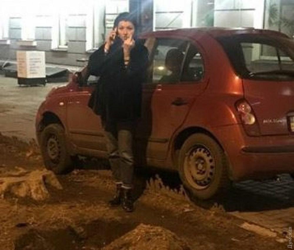 «Все это время с ней находился ребенок…»: пьяная сотрудница мэрии рассекала за рулем по городу и нападала на полицейских (ВИДЕО)