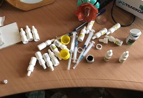 Деньги, амфетамин, опий: Учителя одной из львовских школ поймали на торговле наркотиками. «Толкали» ученикам?