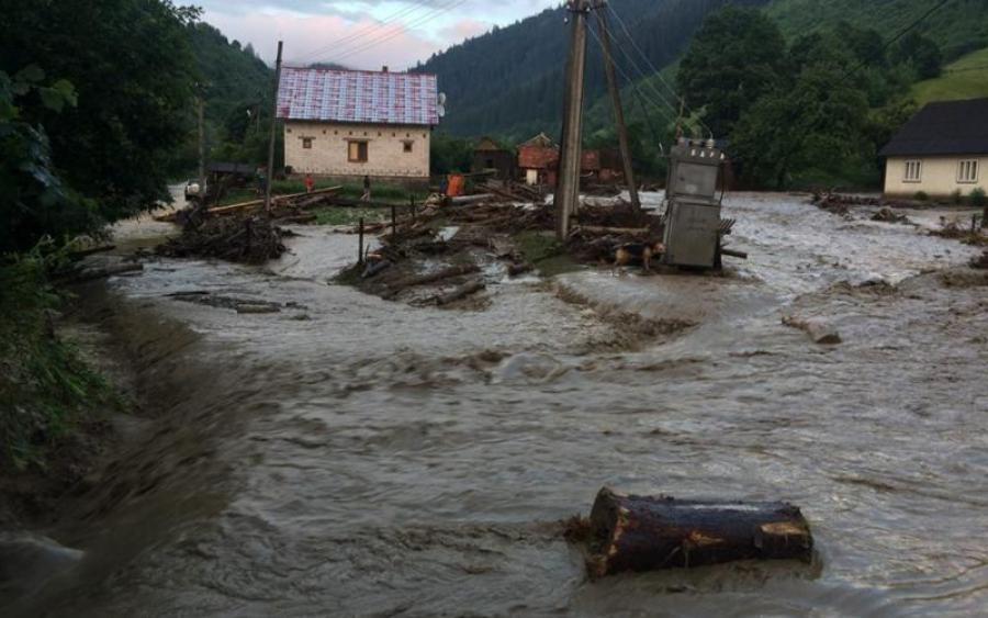 Наводнение в Закарпатье: под угрозой целый регион
