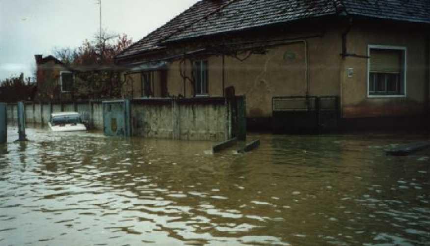 Буквально смывает всю область! На Закарпатье происходит полная эвакуация населения, разрушены мосты и дороги