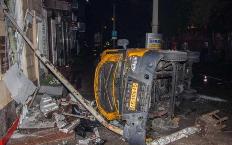 «Людей вытаскивали из искореженного транспорта…»: Появились жуткие подробности ДТП с участием маршрутки и автомобилей (ФОТО \ ВИДЕО)