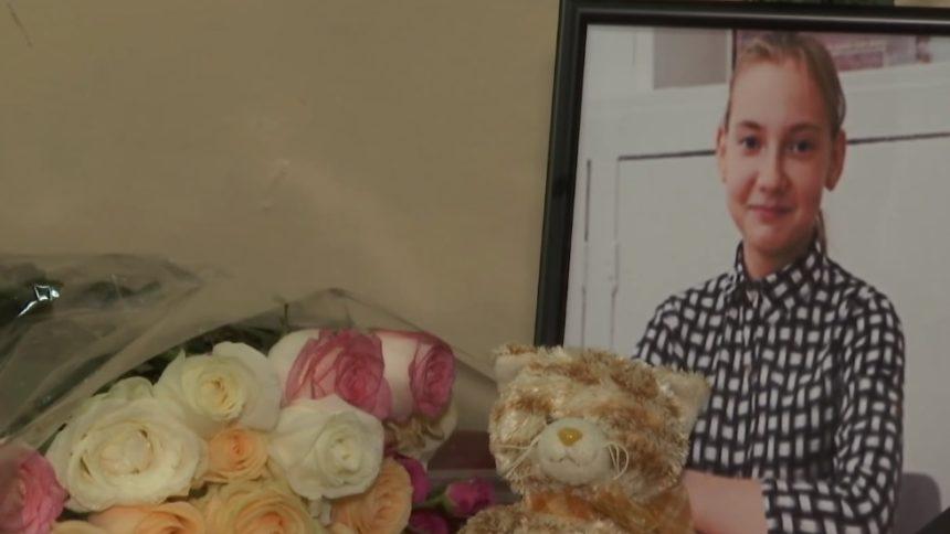 «Ее провожали, как на последний урок — под школьный звонок»: Как в Кропивницкому прощались с убитой 12-летней школьницей