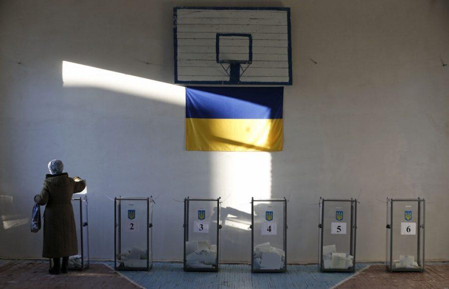 Кого и где сегодня будут выбирать: в Украине начались выборы
